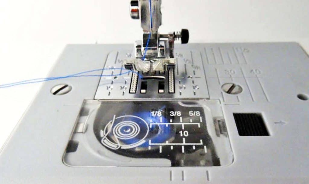 como enhebrar una maquina de coser 13