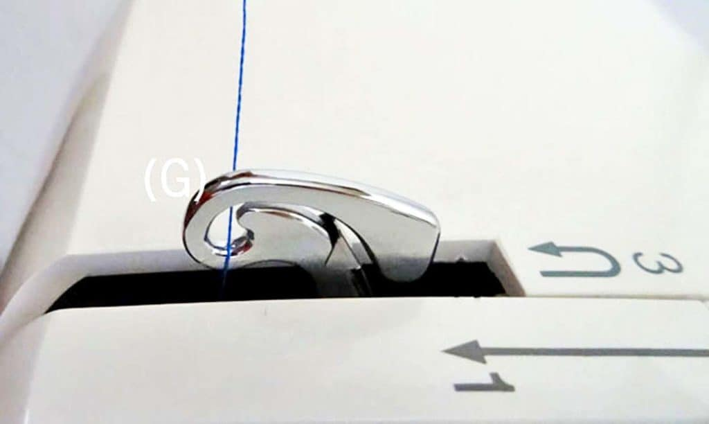 como enhebrar una maquina de coser 7